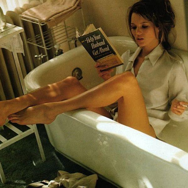 ogni posto è buono per #leggere un #libro #vasca #katemoss