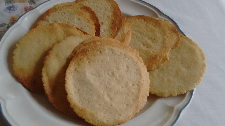 GALLETAS DE NATA    INGREDIENTES: 500 gr. de harina 2 huevos 250 gr. de nata o mantequilla 250 gr, de azúcar 1 cucharada de vainilla  PROCEDIMIENTO:...