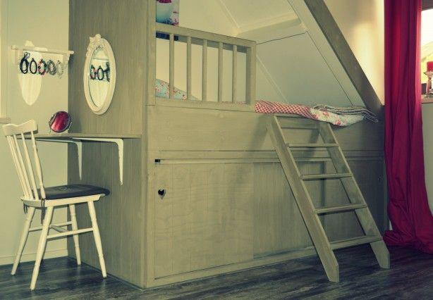 Leuk idee voor een meisjesslaapkamer!  Bedstede zelf gemaakt!
