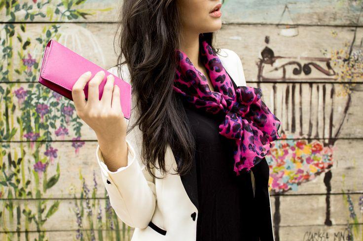 A Campanha Tribo urbana mostra todo o charme do #StreetStyle com lenços e echarpes Sabrina Crespo. #scarf #fashion #fashionaccessories #neck #ootd #fashioncampaign #accessories #silk