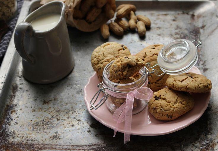 Bolachas de chocolate e amendoim, feitas em casa