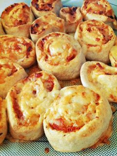 Three kids and the cook: Thermomix Thursday: Ham & Cheese Pizza Scrolls100g whole wheat grain 250g bakers flour 180g warm water 1 sachet of dried yeast (7g) Pinch of salt 1 teaspoon sugar 1 teaspoon oil (I use rice bran oil, but any would do) 1/2 tub of tomato paste (or to taste) 100g ham, shredded (or to taste) 1 cup grated cheddar cheese (or to taste)