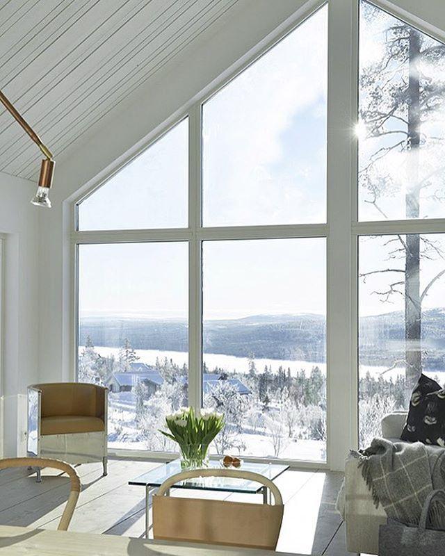 Love this stylish house in the Swedish mountains! The second Home Of @dromhus1 ➡️ New blogpost on Trendenser.se #onetofollow #fjällstuga #scandinaviandesign