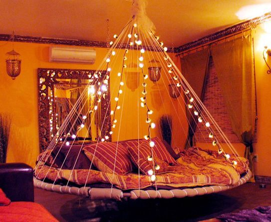 Reusing a trampoline to make a cool bed! :) HOLY CRAP I WANT THIS! Perfect in the backyard for silent nights outside :)