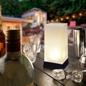 High Cube - lampe à poser LED solaire décorative, référence 3012237 - Lampes décoratives pour l'extérieur : guirlandes lumineuses, lampes solaires à découvrir chez Luminaire.fr !