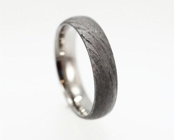 Explains the different metals available for men's wedding bands and shows some interesting ideas. I already know what kind of band I think Austin should get, but it's up to him :)