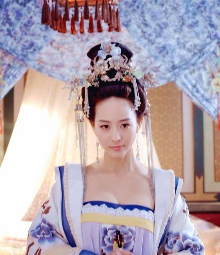 Hanfu:traditional Chinese costume.Zhang Junning in 'Empress of China'.