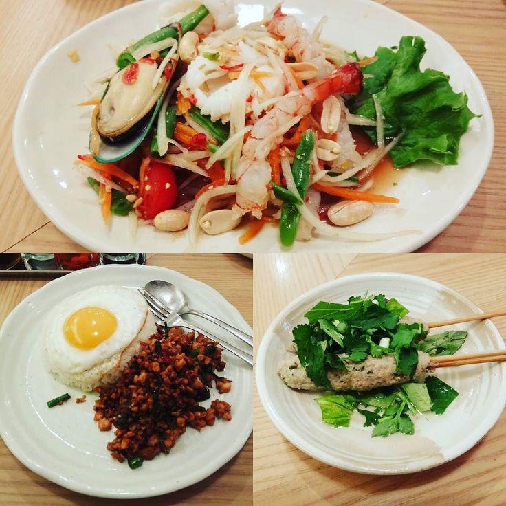 高円寺駅前でチラシ配ってたのでライブ後に行ってみたタイ料理居酒屋百匹の象ロングラオ ガパオはちょっと好みではなかったのですがソムタムはおいしかった パクチーつくねもスープがいいね お昼がお得そうでした #高円寺 #koenji #thaifood #changroy