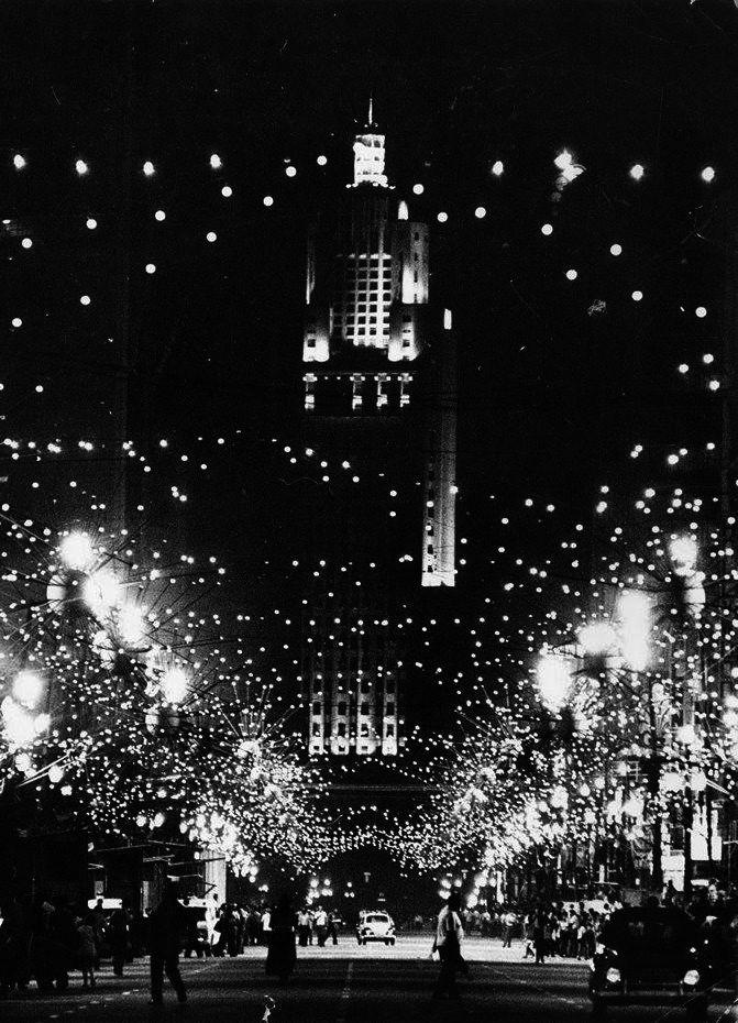 Decoração de Natal na Avenida São João, 1977.