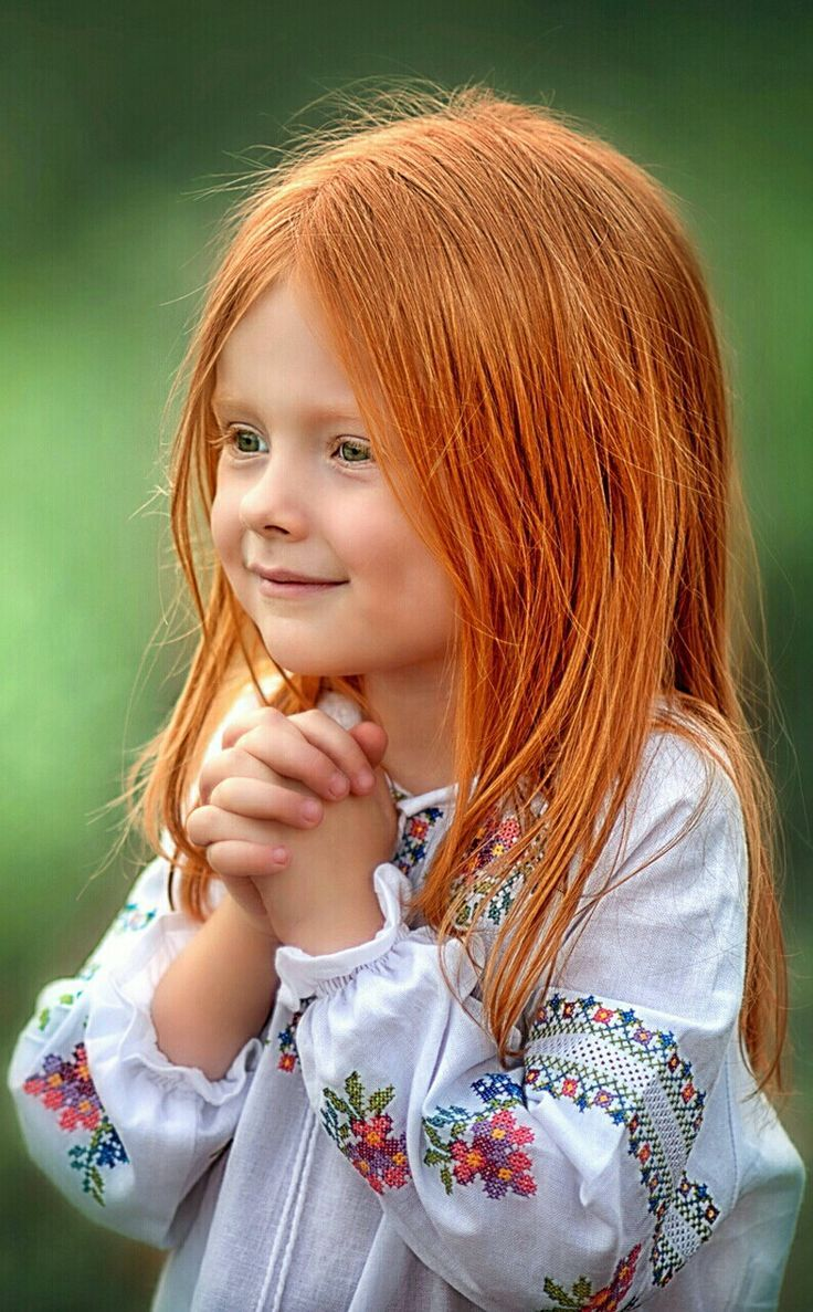Rothaariges Girl mit Sommersprossen