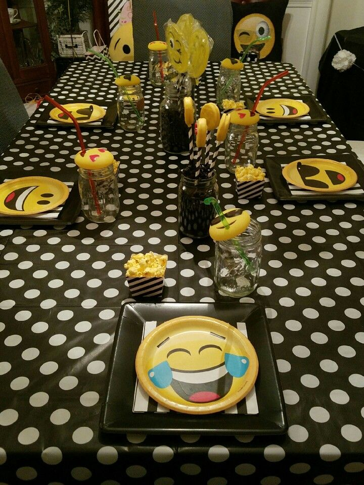 emoji party table