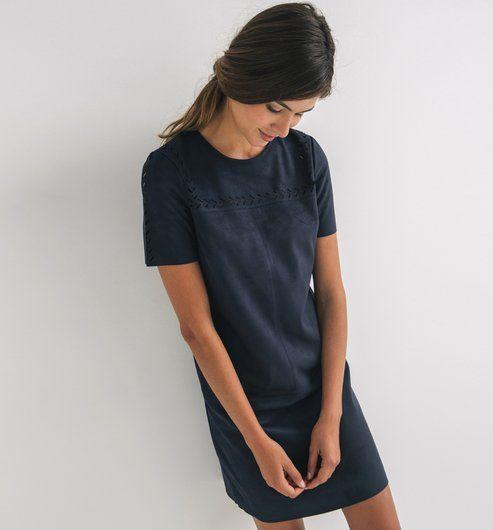 Kleid+aus+Wildlederimitat mit Seidenschal