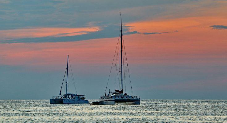 Arriviamo in tempo per il tramonto, il sole si ritira dolcemente nella laguna e sullo sfondo le piccole imbarcazioni dei pescatori rientrano, un vero spettacolo!