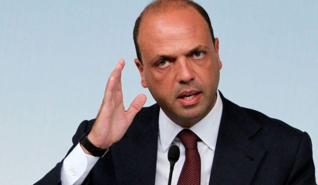 """Sbarchi immigrati 2014: il ministro Alfano, """"Siamo molto preoccupati, l'Europa ci aiuti"""""""