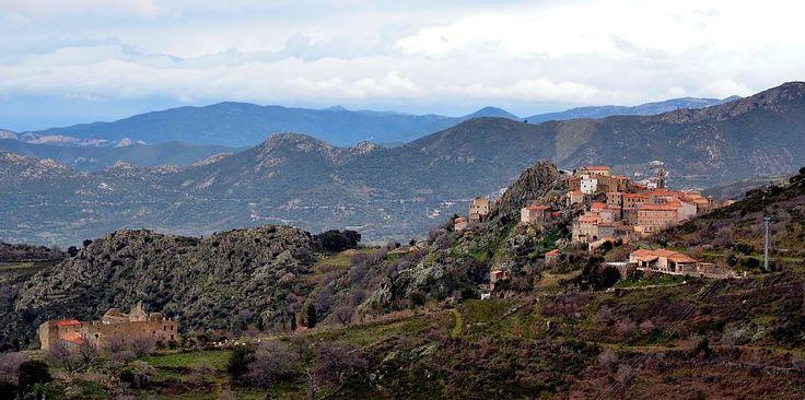 VacanCorse in Speloncato: 1 Schlafzimmer, für bis zu 4 Personen. Ferienwohnung im typischen Dorf Spéloncato, Blumengarten, der Nähe der Strände | FeWo-direkt