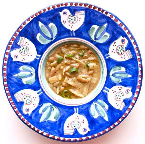 Una ricetta vegetariana d'autore: pasta e fagioli con peperoncini di fiume secondo lo chef stellato Peppe Guida. Con la Pasta di Gragnano del Pastificio dei Campi.