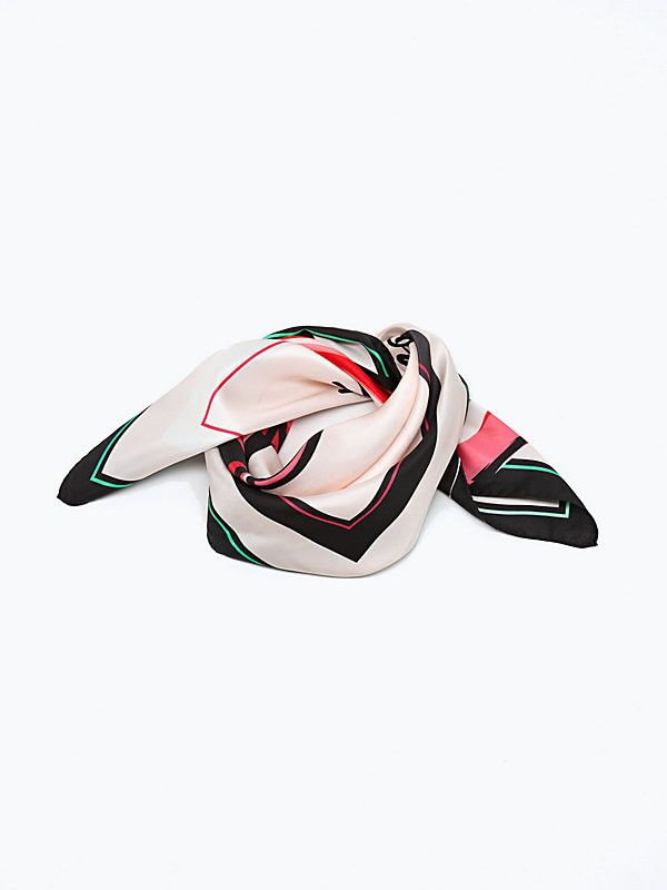 Foulard in seta Patrizia Pepe collezione autunno inverno 2015. Con stampe multicolor in toni Rosa e Blu. Rigorosamente Made in Italy adatto per outfit glamour