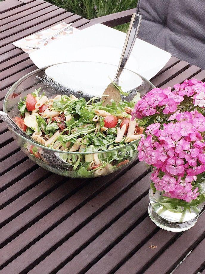 Bestes Rezept für Nudelsalat für den Sommer (ohne Majo) mit Rucola, Basilikum, Cocktailtomaten.... http://www.lulusstern.com/2016/06/Rezept-Nudelsalat-Rucola-Tomaten.html #Rezept