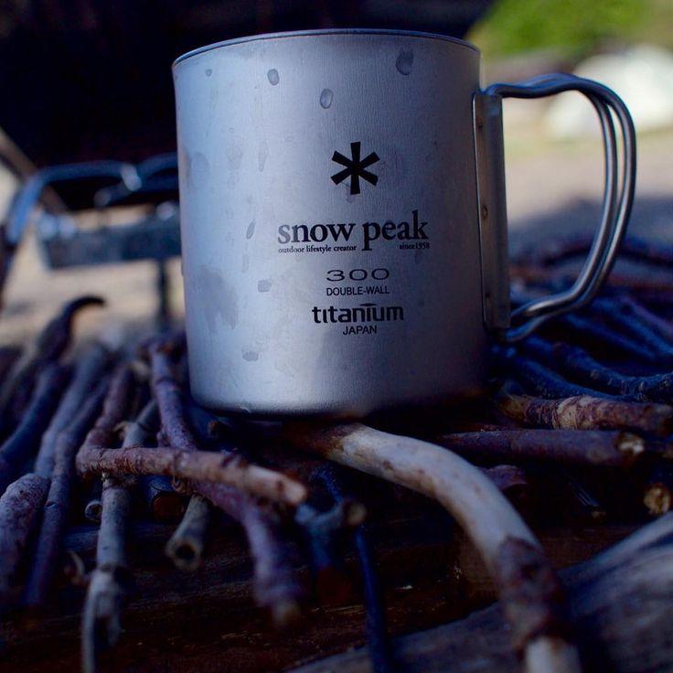 キャンプに行った時に毎回思う事があります。「キャンプに来たのになんで薪割りアイテム買ってなかったんだろう」 今日はキャンプに持って行くべき道具の1つで今本当に売れている斧や鋸(のこぎり)を紹介します。 即席小枝テーブルは焚火の燃料になりました#bonfire #snowpeak #mag #table #twig #camp #outdoor #coffee #coffeetime #titanium #canon #5d #5dm3 1、アウトドア初心者にオススメの「なたとのこ」のセット 冒険倶楽部(BOHKEN CLUB) なたとのこ 小 NS-180 posted with カエレバ …