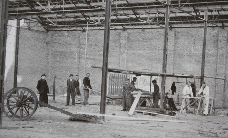 De bouw van de weverij van de Haes in Mierlo in 1916. Fotobijdrage: Archief Heemkunde vereniging Myerle