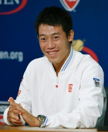 テニスの全米オープン男子シングルスで準優勝し、記者会見で笑顔を見せる錦織圭=8日、ニューヨーク(共同) ▼9Sep2014共同通信|錦織、四大大会制覇視野に 会見で「決勝に戻ってきたい」 http://www.47news.jp/CN/201409/CN2014090901001836.html #US_Open_Tennis_2014 #Kei_Nishikori