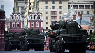 Ρωσία: Έτοιμη προς υλοποίηση η συμφωνία για την αγορά των S-400 από την Τουρκία
