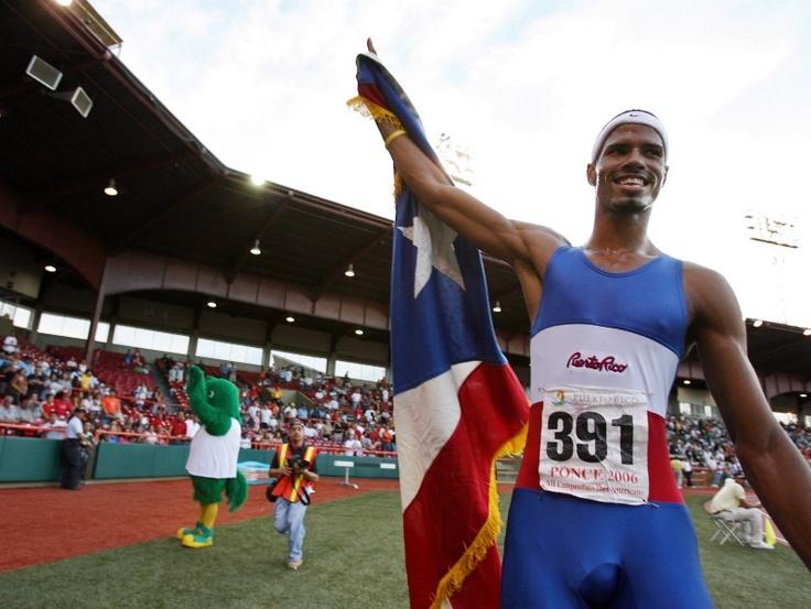 5.En mayo de 2006, el atleta ganó los 400 metros con vallas en el Campeonato Iberoamericano, celebrado en el Estadio Paquito Montaner. (El Nuevo Día/Ramón 'Tonito' Zayas)