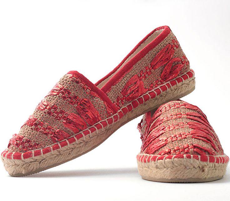Espadrillas in handwoven fabric. Avarizia laminated red.