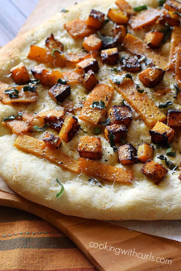 Butternut Squash and Sage Pizza is the perfect way to celebrate Fall | cookingwithcurls.com