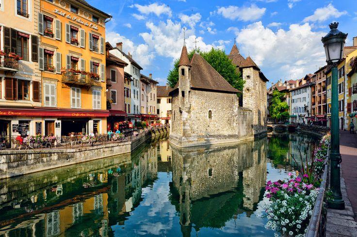 Le Palais de l'Isle - Annecy le Vieux, France © Mny-Jhee / Shutterstock.com