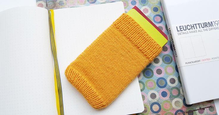 Neulottu suoja bullet journalille toimii myös yhdenlaisena traveler notebookina.