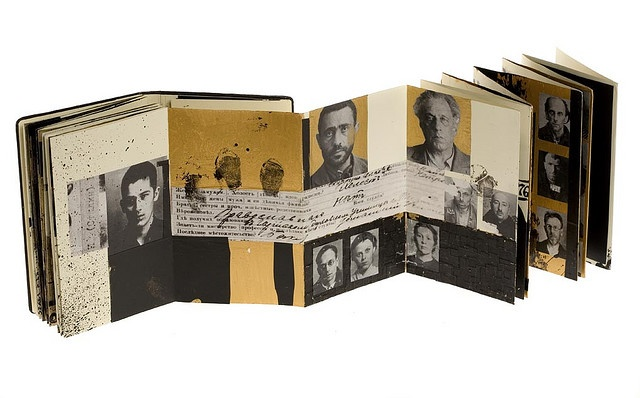 Moleskine concertina –not certain if this is one of the Japanese screen Moleskines or whether the artist altered it.