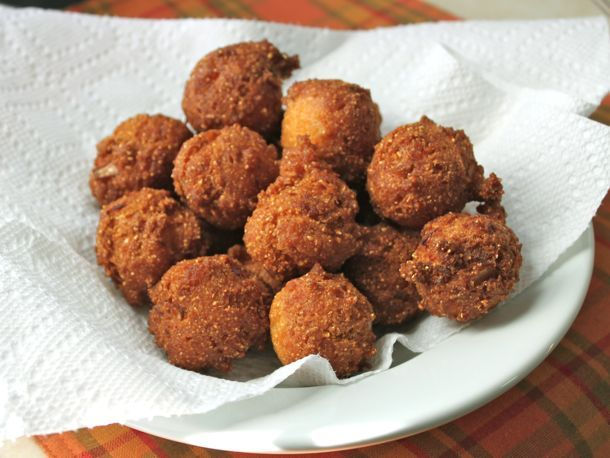 Personally, I've never tried a Hush puppy, but I'll try and make these for my sis.  Gluten free as always.