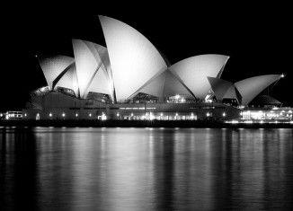 Sydney Sydney est la ville la plus peuplée d'Australie, dynamique et ambitieuse, elle n'est toutefois pas la capitale qui est Canberra. Colonisée par les britaniques...