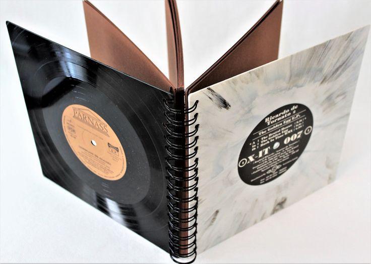 **XL Fotoalbum, Hochzeitsalbum mit 80 Seiten, Fotobuch, Fotomappe aus seltenem White-Marbled Vinyl mit braunen Seiten**   Dieses Fotoalbum, Hochzeitsalbum wurde mit Vinyl Abdeckungen aus echten...