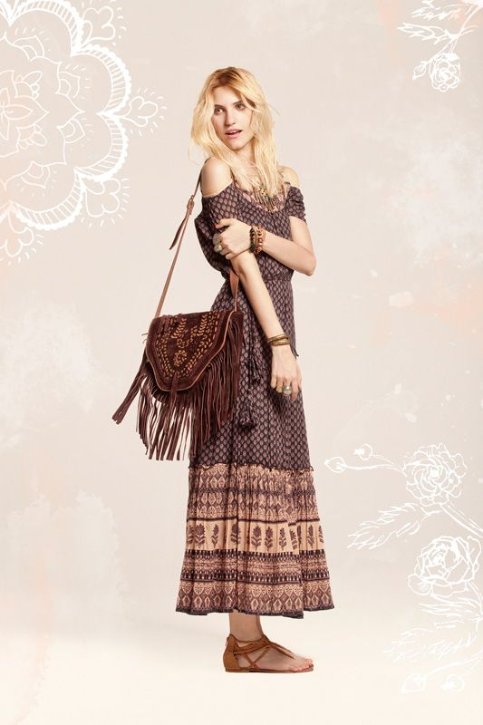 Earthy bohemian off the shoulder maxi. Gorgeous etched & fringed leather cross body. Bendito Pie.