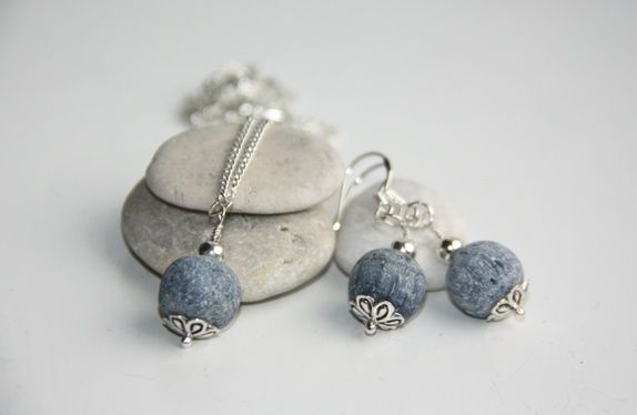 925S Blue Lavastone necklace and earrings http://epla.no/shops/LilliogLucas-smykk/