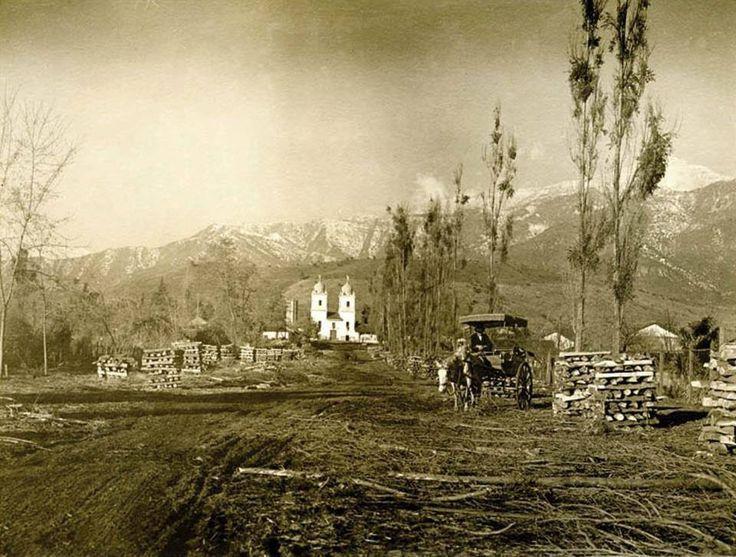 Chile, Santiago. Vista de la Iglesia de Los Dominicos, al final de la actual Av. Apoquindo. Año 1024