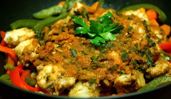 A Moroccan Fish Tagine ~ Made with a white fish, fresh tomato sauce and veg!   #recipe #healthymeals #nutreats