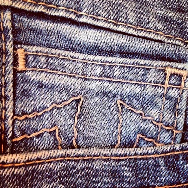 Поклонникам культового американского джинсового бренда True Religion, использующего в качестве символа подкову, отлично известно, что она не только на удачу, но и на привлечение внимания.