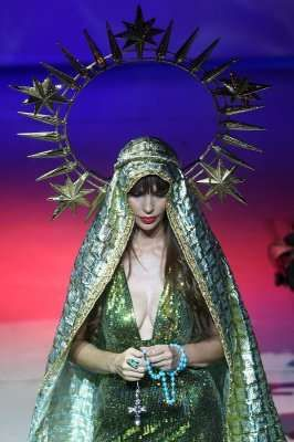 Sinful Catwalk Icons - Ricardo Oyarzun's 'Virgin Mary' Models Rock Unholy Cleavage (GALLERY)