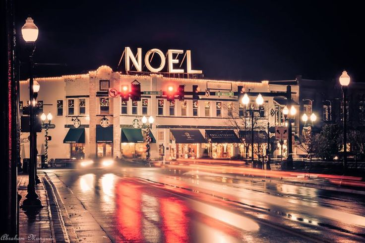 There's nothing better than downtown Franklin during Christmas ...