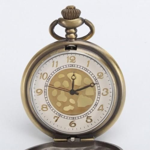 Pattern Antique    Pocket Watch    Embrace opulence with this Stylish Pattern Antique Pocket Watch with Chain. The stainless steel casing and scratch-resistant lens provide reliable protection. The outside is exquisitely decorated. Add a classic touch to every part with this classic pocket watch.