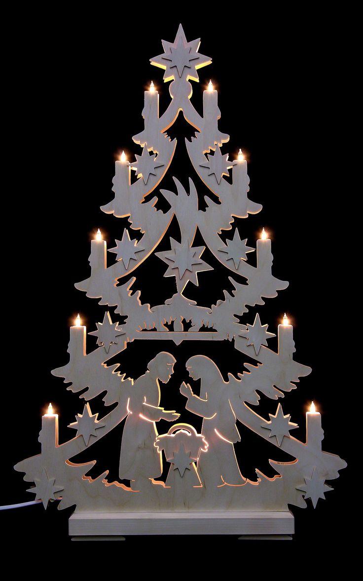 Traditionelle Lichterspitze, Christbaum. Deutsche Weihnachtsdekoration.