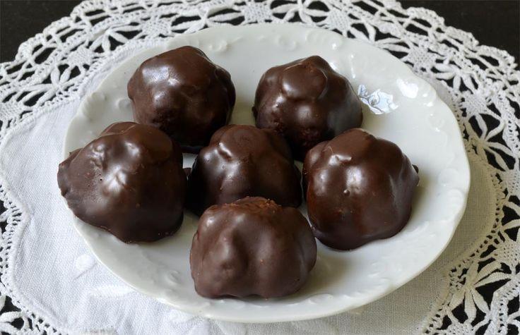 Ces bouchées au chocolat ont le même goût que les Bounty sans les conservateurs et autres produits chimiques. Elles peuvent être moulées dans n'importe quel moule à glaçons ou à chocolat de préférence en matière souple pour un démoulage plus aisé. Voici comment faire: mouler la préparation dans des bacs à glaçons: 2. Démoulez délicatement […]
