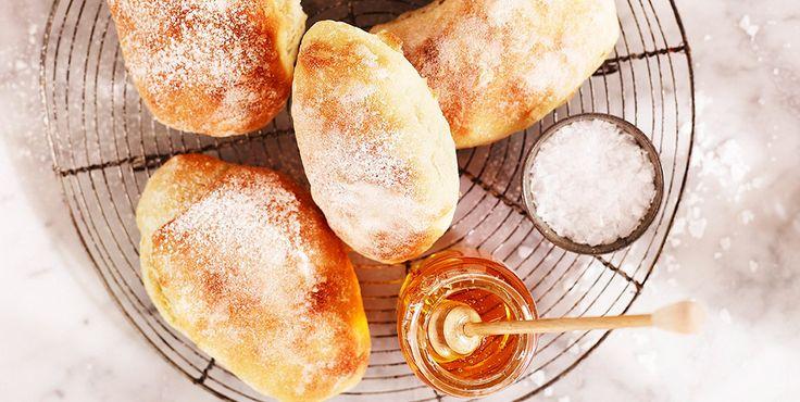 Ciabatta med honning og havsalt (Recipe in Danish)
