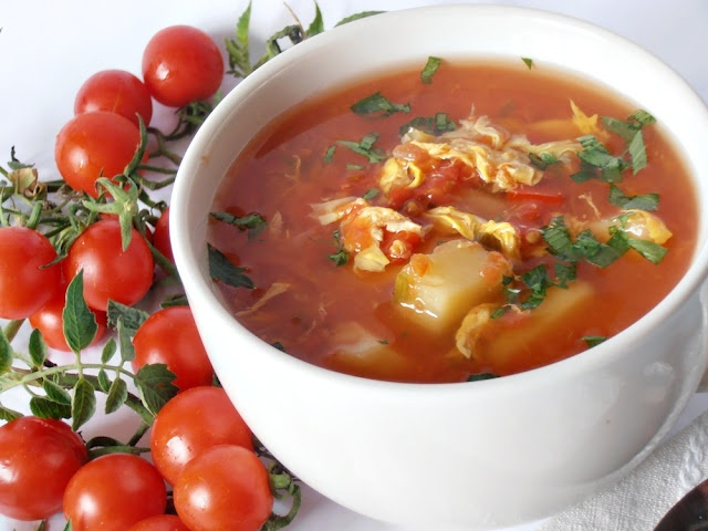 CAIETUL CU RETETE: Supa de rosii