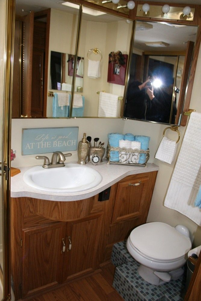 very cute rv bathroom the tile on the floor is a nice touch