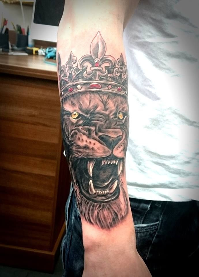 Lion with crown by Thrax. #tattoo #tattoos #ink #leicester #leicestertattoos #devilsown #devilsowntattoos #realistictattoo #portrait #blackandgrey #blacktattoo #lionwithcrown #lioncrowntattoos #liontattoo #armtattoo #realisticsleeve