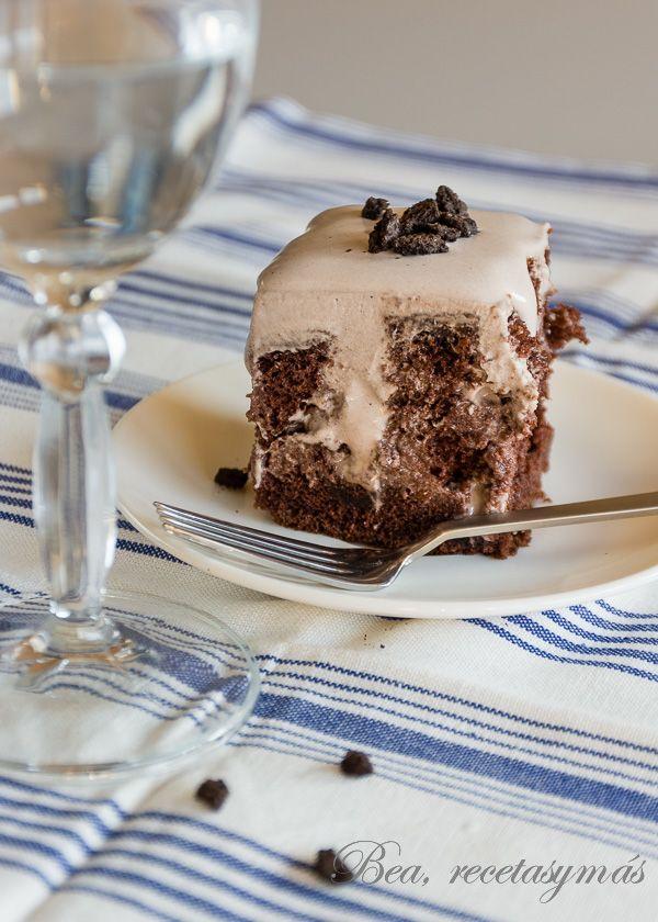 Poke Cake de Oreo Bea de Recetas y mas que gueniiiiiisimo debe de estar !! menuda pintaza ^+^ lo tengo que porbar fijo !!